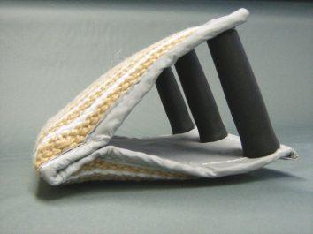 Perna pentru muscatura cu trei manere din iuta