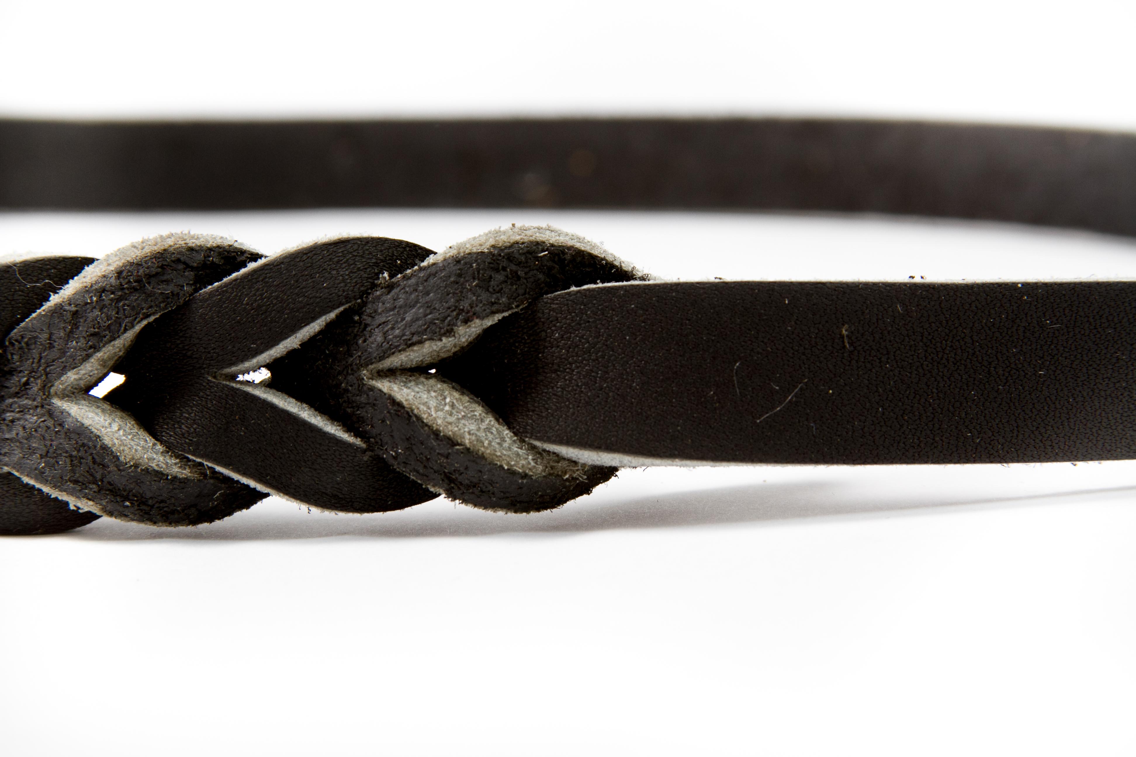 Lesa din piele cu dimensiunile de 12 X 1200 mm , cu carabina din alama , culoare neagra sau maro, XA121212